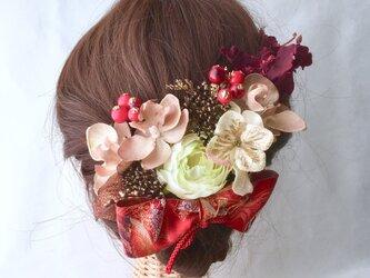 ファレノと薔薇の髪飾りの画像