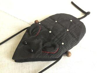 手縫いキルト ねずみスマホポーチ blackの画像