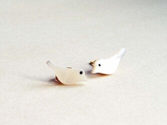 小鳥のスタッドピアスの画像