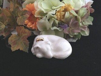 白磁金彩陶器いぬ(洋犬)の画像