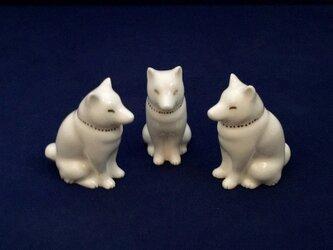 白磁金彩陶器置物いぬ(和犬)の画像
