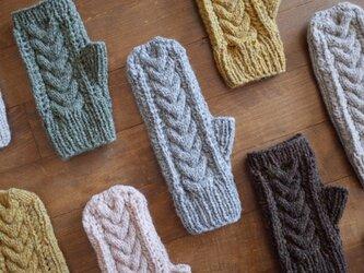 ケーブルとレースの手袋 / Herkkä[ヘルッカ]/ グレーの画像