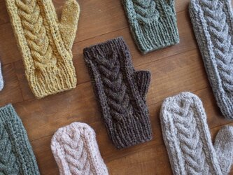 ケーブルとレースの手袋 / Herkkä[ヘルッカ]/ ダークブラウンの画像