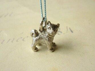 柴犬の子供のペンダントの画像