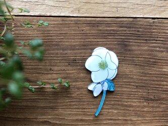 白い一輪の花ブローチの画像