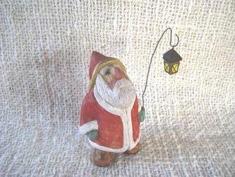 サンタとランプ 木彫りの画像