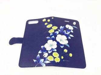 手帳型スマホカバー / 白バラとモッコウバラ*紺の画像