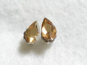 小さなしずくスワロの一粒ピアス(ゴールデンシャドウ・チタンポスト)の画像