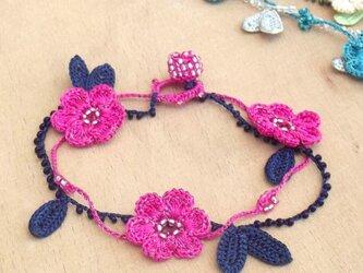 レース編みのブレスレット「マリー」ピンクの画像