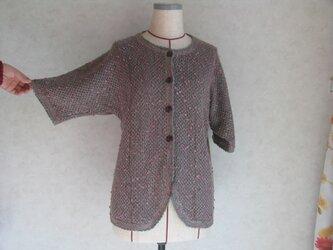 スレッド編みのカーディガンの画像