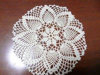 手編みレースドイリー直径約16cmの画像
