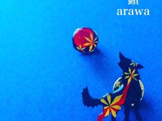 玄狼 -玄金紅-(ピンバッチ)【和柄アートアクセサリー】の画像