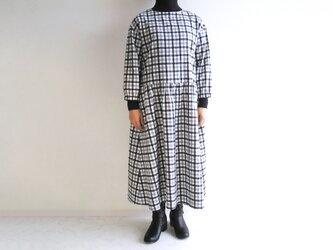 播州織コットン・ネル*春を待つワンピース*クルーネック(白×グレー×黒チェック)の画像