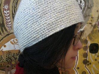 モヘアとコットンの手編帽子の画像