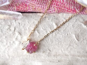 原石のピンクトルマリンとダイヤモンドクォーツのネックレスの画像