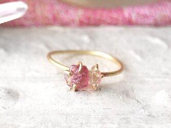 原石のピンクトルマリンとダイヤモンドクォーツのリングの画像
