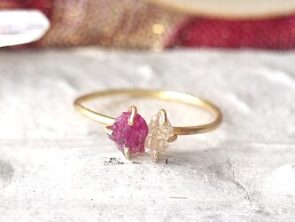 原石のルビーとダイヤモンドクォーツのリングの画像
