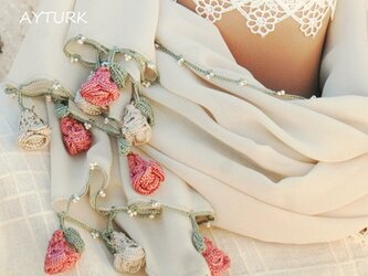 【再販】レースの薔薇付きシフォンストール「ローズ/2辺」サンドベージュの画像
