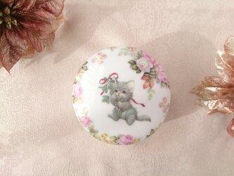 子猫と薔薇♡ラウンドBOXの画像