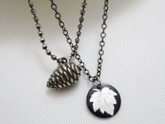 布目象嵌・銀製松ぼっくり2連ネックレスの画像