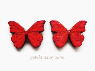 蝶のウッドチタンピアス/紅緋【イヤリング変更可】の画像