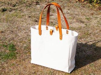 縦長革の持ち手の6号帆布のトートバッグ~生成(尾道帆布)~の画像