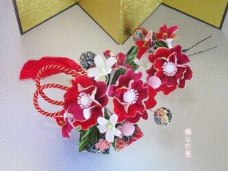 着物 髪飾り 成人式 卒業式 和装 ヘアアクセサリー 振袖 赤紫系 ちりめん花の画像