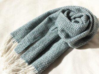 カシミヤマフラー 山形斜文  オフホワイトと深いブルー 手織りの画像
