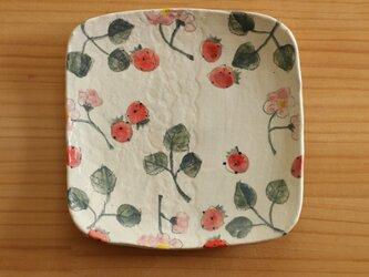 粉引きいちごとイチゴのお花のトースト皿。の画像