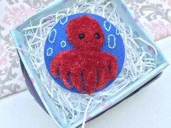 フアフア刺繍のタコさんブローチの画像