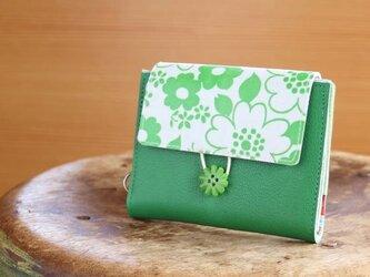 ビンテージ グリーンの花柄 革のパスケースの画像
