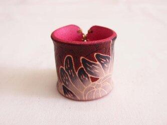 革スカーフリング 菊影の画像