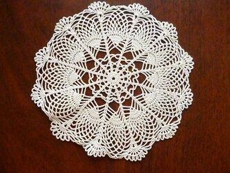 手編みレースドイリー直径約20cmの画像