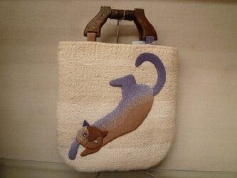 生成りの裂き織り地に伸び伸び猫ちゃんのバッグの画像
