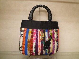銘仙に黒猫ちゃんのバッグの画像