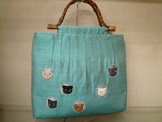 ソフトターコイズのタイシルクに猫いっぱいバッグの画像