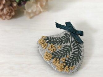 【メルマガ掲載】ミモザの花束刺繍ブローチ***受注生産***の画像