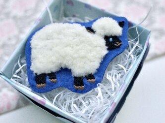 フアフア刺繍の羊さんブローチの画像