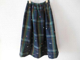 黒地にモダンな格子柄のリメイクスカートの画像