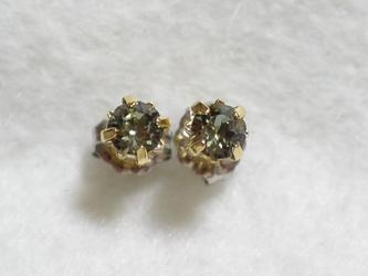 小粒スワロフスキーのピアス(ブラックダイヤモンド)の画像