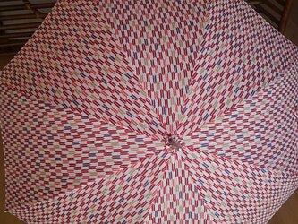 日傘 赤い矢がすりの画像