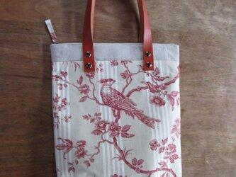 赤い鳥のバッグの画像