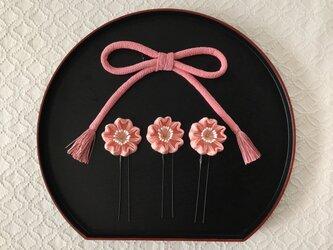 〈つまみ細工〉ちりめん紐と桜のUピン3本セット(サーモンピンク)の画像