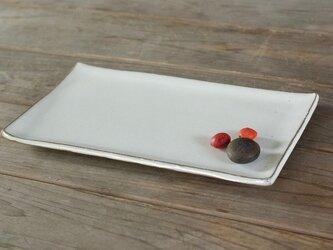 白い陶器の板皿(無)の画像