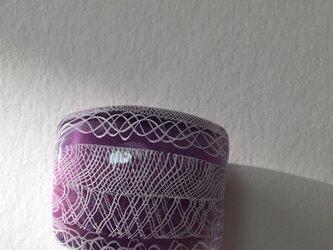 とんぼ玉*異なるレースの帯留*紫の画像
