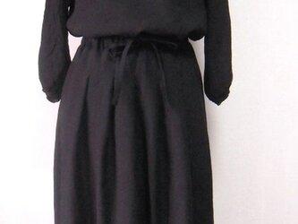ブラックリネン タックギャザースカートの画像