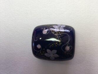 とんぼ玉*つる花模様の帯留*紺の画像