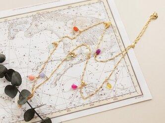 カラフル天然石とお星さまのロングネックレスの画像