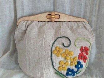 リネンにウール刺繍のクラッチバッグの画像