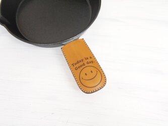 本革 スキレット用 持ち手カバー(スマイリー)の画像